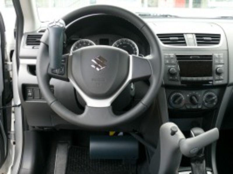 behindertengerechtes Fahrschulfahrzeug